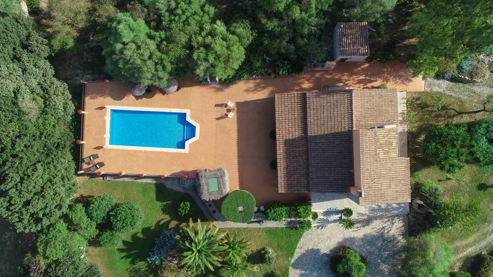 vista aerea casa de campo con piscina