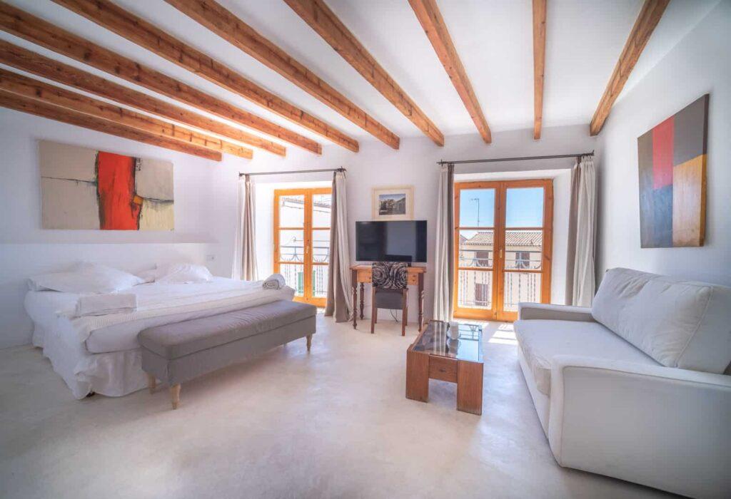 Habitación con sofa